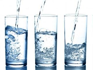 Cara menghilangkan lemak di wajah dengan konsumsi air dan sayuran