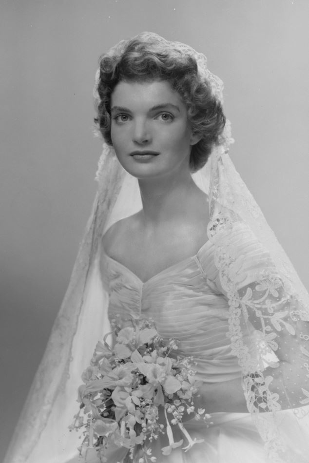 Jackie Kennedy Dresses: Jacqueline Bouvier Kennedy's Wedding Dress And Veil