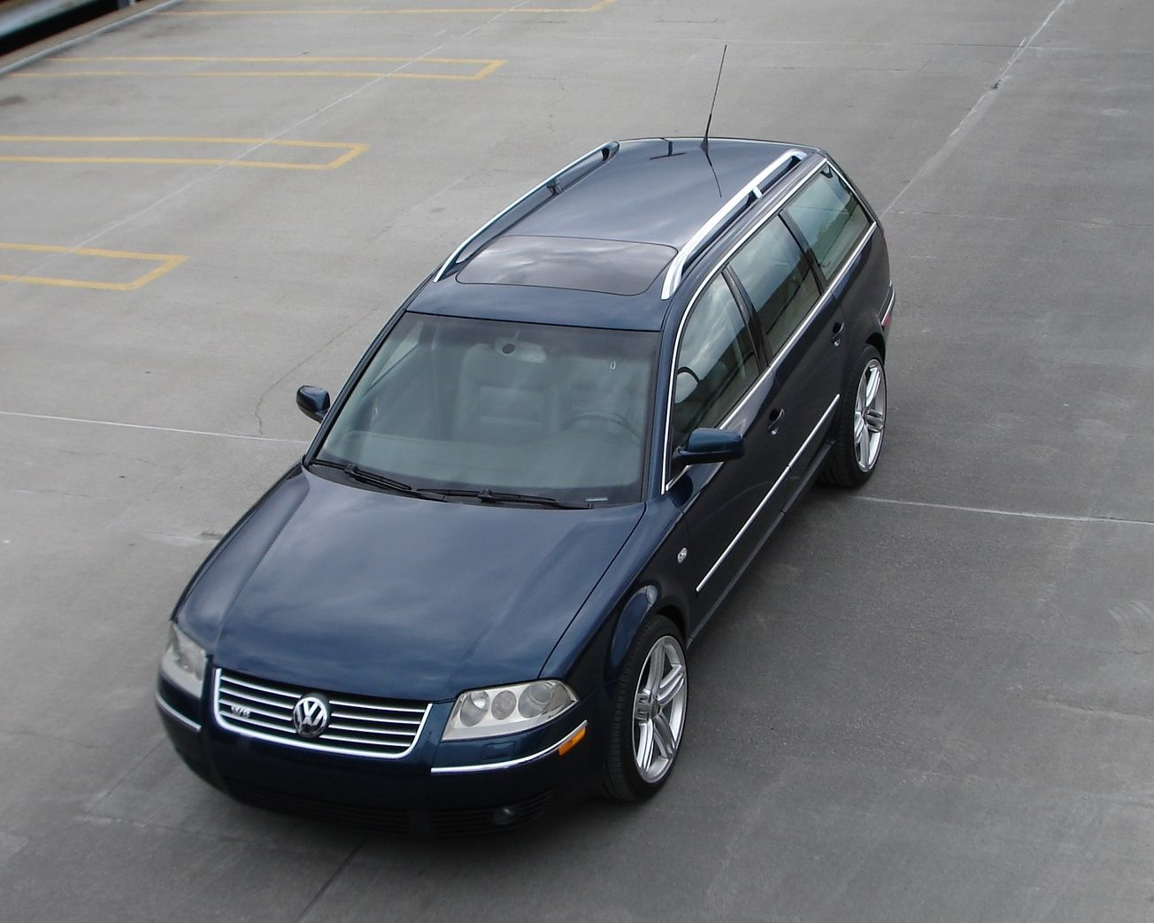 daily turismo auction watch 2003 volkswagen passat w8 6 speed. Black Bedroom Furniture Sets. Home Design Ideas