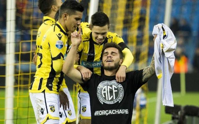 Brasileiro tira a camisa pela Chape e árbitro não dá amarelo: 'Fingi que não vi'