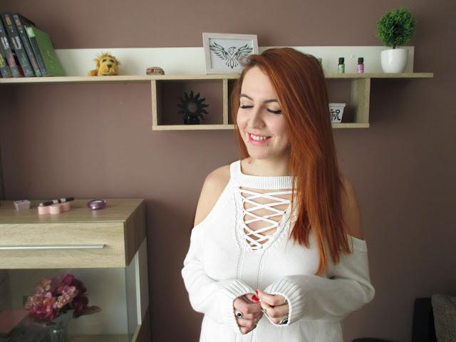 dresslily, recenzija, majica, bijela majica, poseban izrez, onlajn kupovina, dresslily iskustva, blog, bloganje, balkan, ginger crvena kosa, stil, moda, alternativno, plave oči, kul, pirsing, osmijeh, ramena, kc