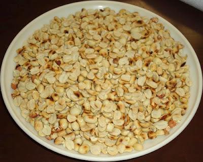 husked peanuts