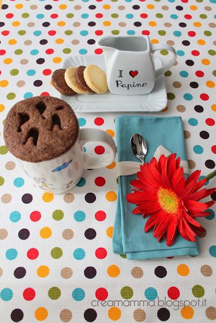 ceramica decorata e biscotti di frolla