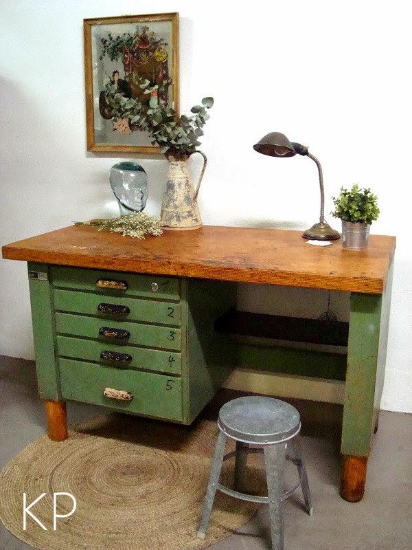 Escritorio industrial antiguo para decoración. Tienda de muebles industriales en valencia