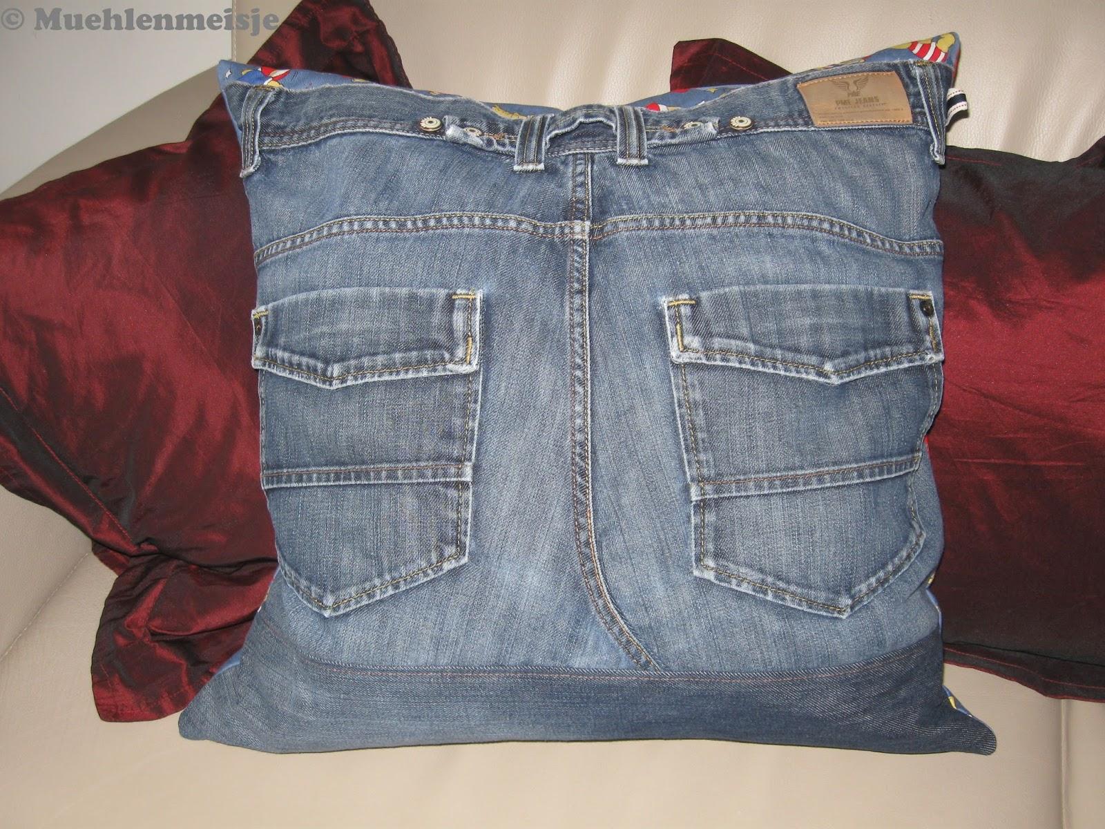 m hlenmeisje kissen aus mamas alter jeans. Black Bedroom Furniture Sets. Home Design Ideas