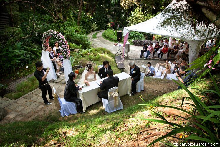 Tropical spice garden teluk bahang penang for Garden pool wedding