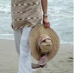 http://www.maitaispicturebook.com/2009/08/h-it-up-my-hat-wears-scarf.html