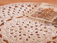 http://susimiu.es/patron-de-alfombra-de-ganchillo-xxl-con-flor-en-el-centro/