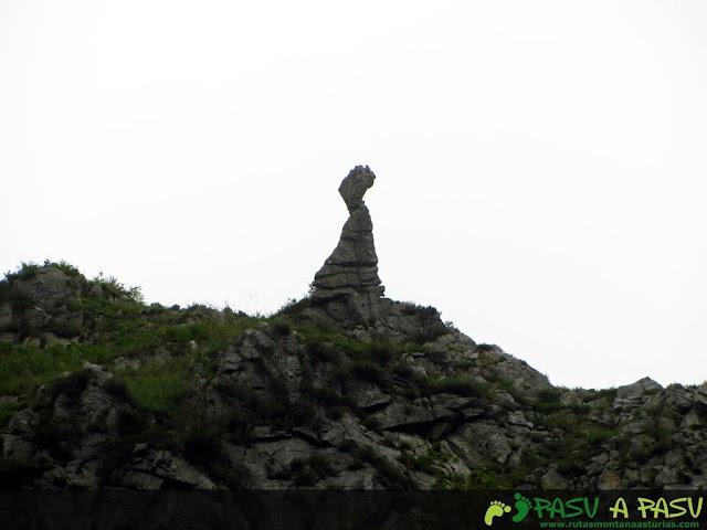 Formación rocosa caliza sobre puente Minero