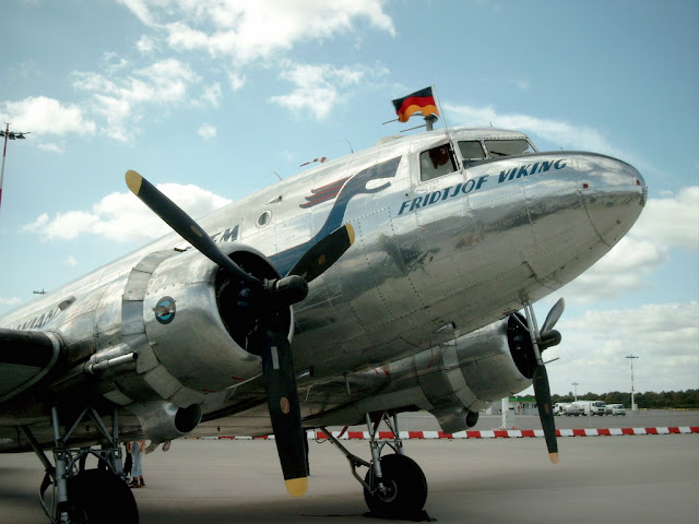 Word's most cheapest commercial plane: Douglas DC 3
