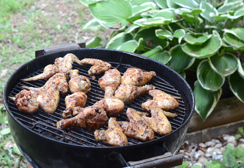 wings on a kettle grill, grilled chicken wings, roadside chicken wings, marinated chicken wings