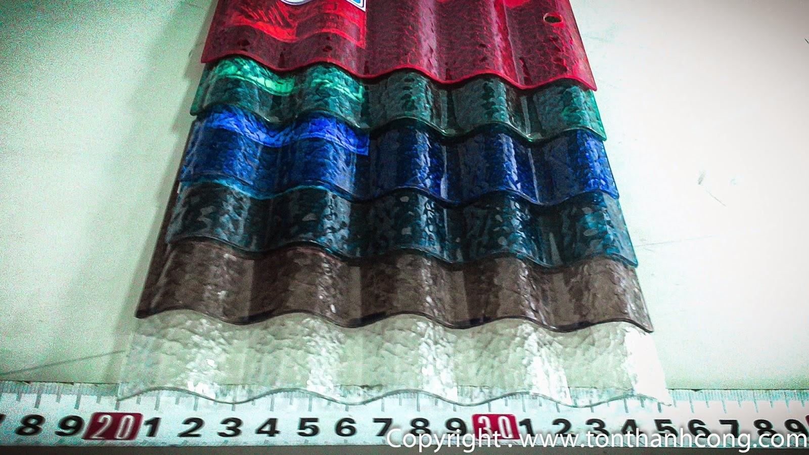 Tôn Polycarbonate hiệu Polytop Thái Lan với bước sóng tôn 3cm