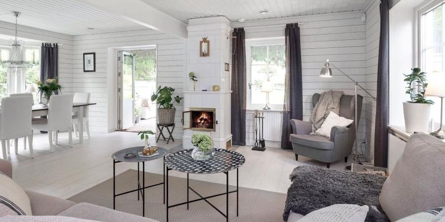 Drewniany domek w bieli i szarościach, wystrój wnętrz, wnętrza, urządzanie mieszkania, dom, home decor, dekoracje, aranżacje, scandi, styl skandynawski, scandinavian style, salon, living room