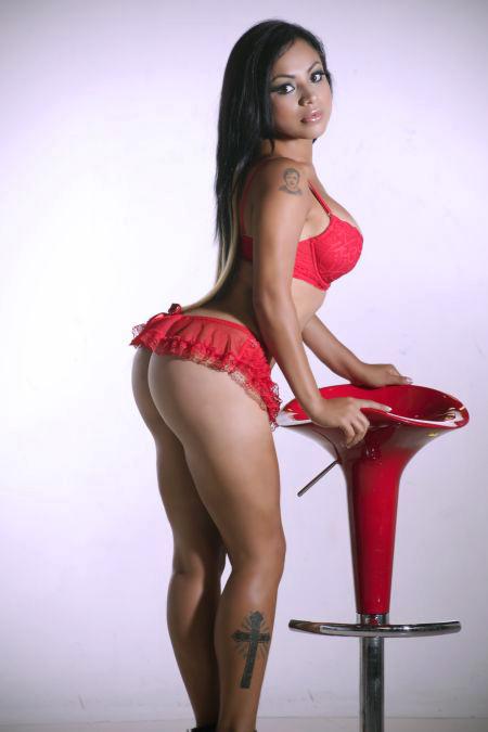 Hermosa colombiana con piernas largas se pone muy cachonda - 3 part 4