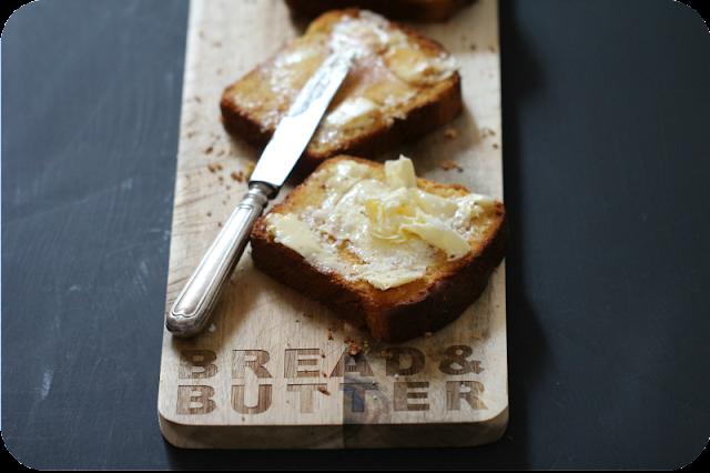 Getoastete Brioche-Scheiben mit Butter, Salz und Honig  | Arthurs Tochter kocht von Astrid Paul