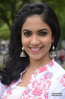 Ritu-Varma-Stills-at-Pelli-Choopulu-Movie-Press-Meet