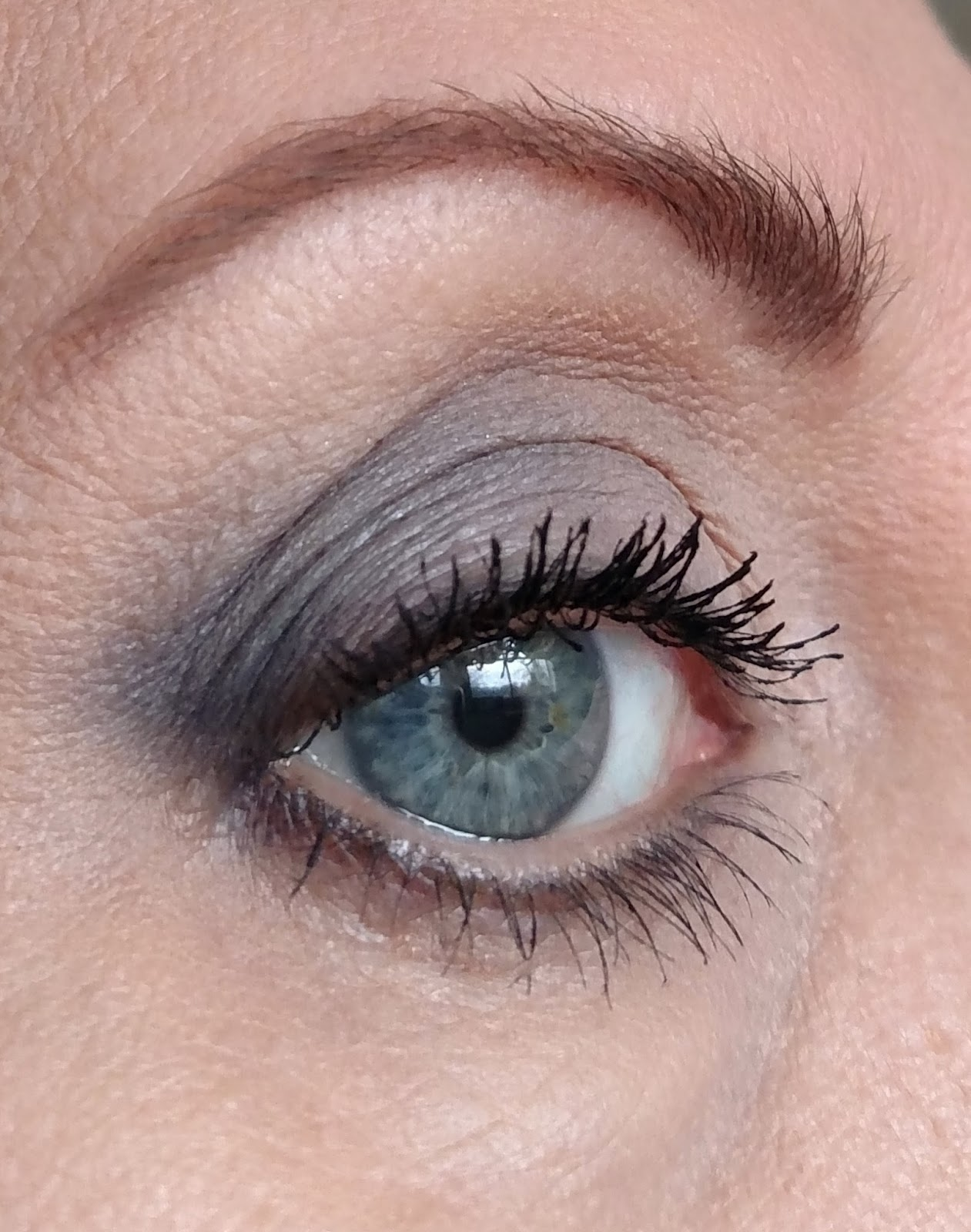 73a3c4706bc The Juicy Beauty Word: Younique Moodstruck Epic Mascara: Review & Is ...