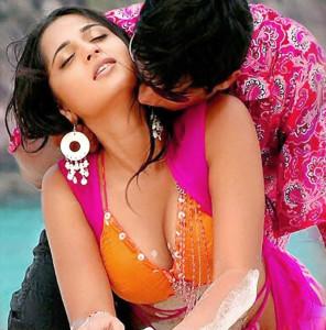 Telugu actress Anushka cleveage navel show