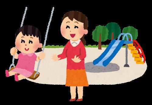 ブランコで遊ぶ子供とお母さん