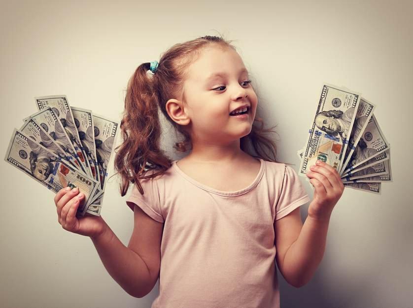 Pais que têm filha, gastam 30% mais dinheiro do que se tivessem menino