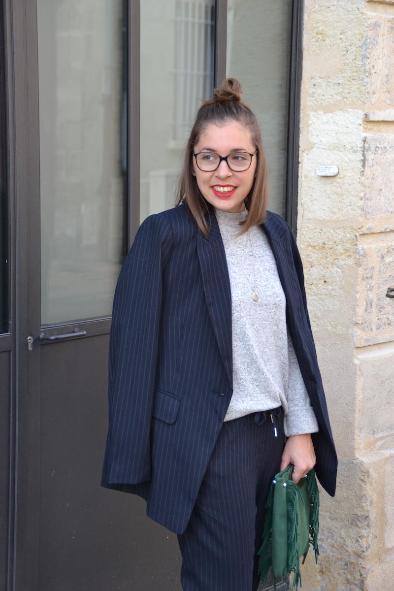 Veste et pantalon Tailleur rayé H&M, pull doux H&M,collier SeeMeOrg et l'atelier d'amaya, sac vert à frange Sammydress