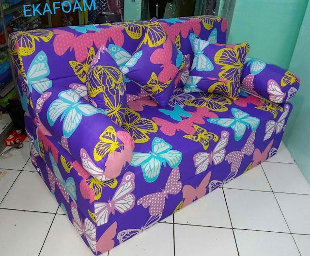 Sofa bed inoac motif kupu-kupu ungu