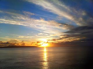 レンタカーを借りてたどり着いた御神崎灯台からの夕日