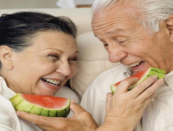 Nấm linh chi kích thích tiêu hóa ở người già