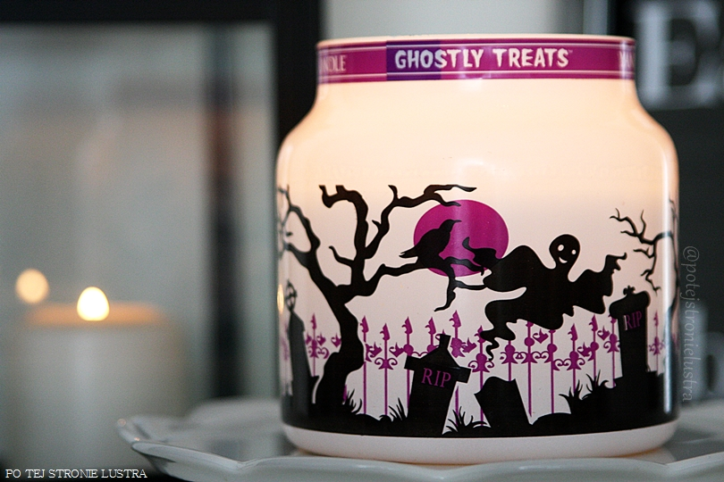 słoik świecy yankee candle ghostly treats z bliska