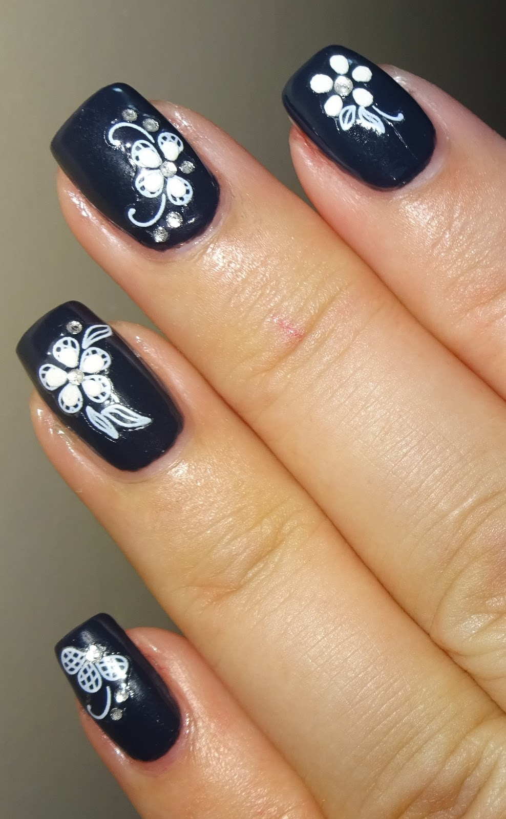 Wendy's Delights: White Flower Nail Stickers From Nail Art UK