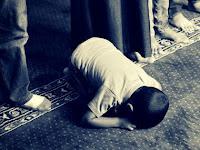 Bagaimana Cara Salat Makmum yang Tertinggal Bacaan al Fatihahnya Imam