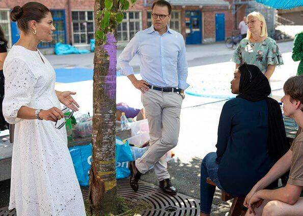 Crown Princess Victoria wore a floral crape dress by Arket, and white a lace dress from H&M Ltd collection. Rizzo sandals, gold earrings