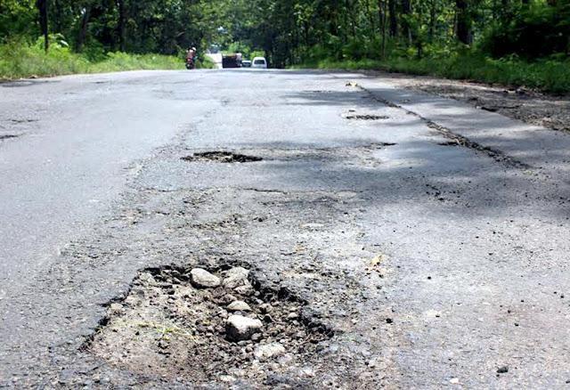 Pemkab Didesak Lakukan Pengaspalan Jalan ke TPU Jambon