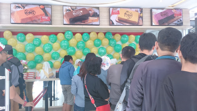 Antrian Pengunjung Madinah Cake