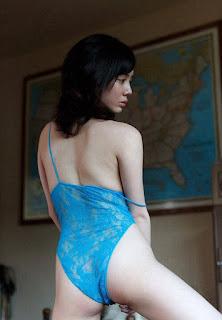 model jepang bikini