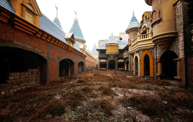 10 Most Famous Abandoned Places In the World | Wonderland amusement park