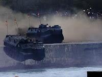 KERENNN!!! [VIDEO] Tank Amphibi Dari TNI AL Melaju Sangat Kencang Di Darat Dan Meloncat Ke Laut