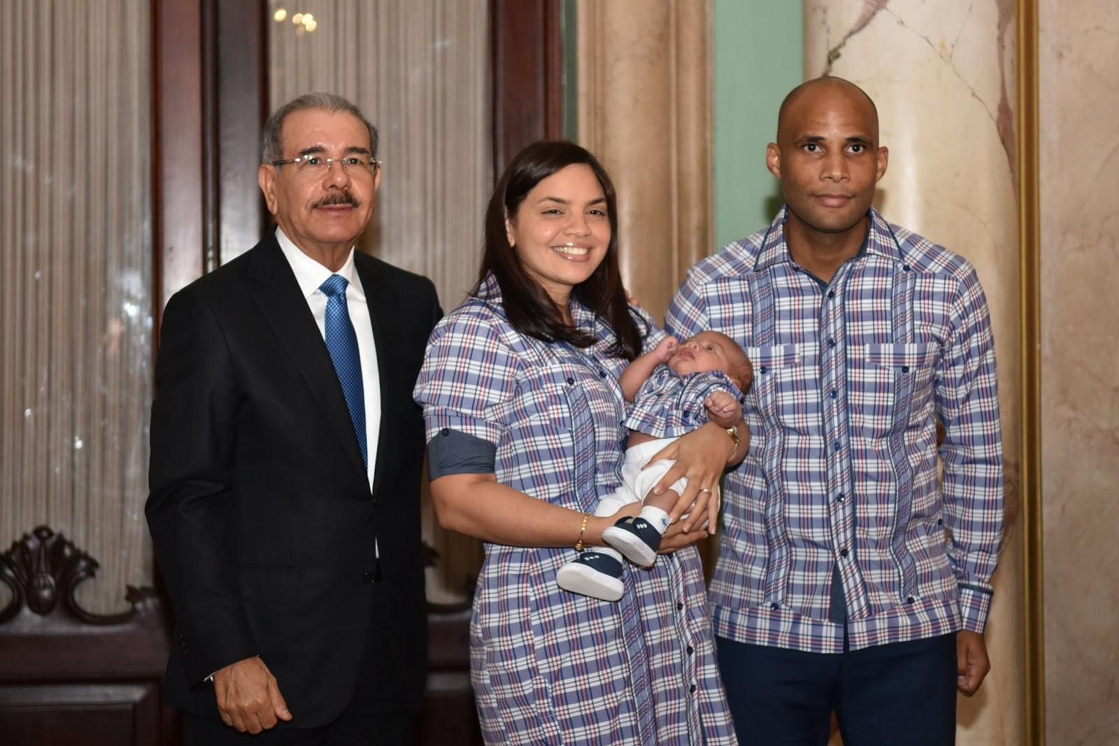 Danilo Medina ofrece agasajo a miembros del Cuerpo de Seguridad Presidencial y sus familias