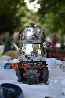 Maşukiye Cansu Alabalık Tesisleri'nde masaya gelen çaydanlık