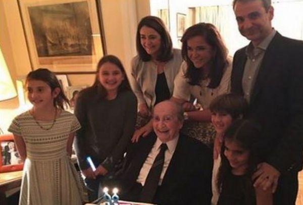 Απίθανη: Η τούρτα των 98ων γενεθλίων του Κωνσταντίνου Μητσοτάκη που κάνει τον γύρο του διαδικτύου! (photo)