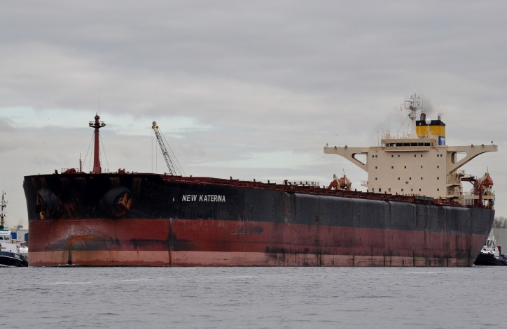 Capesize NEW KATERINA aground with water ingress in Suez Canal, traffic stopped