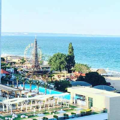 Варна, Болгария. Varna, Bulgaria, бассейн и море, парк развлечений на берегу