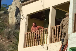 Homem já mantém os filhos reféns por quase 12 horas, no município de Queimadas