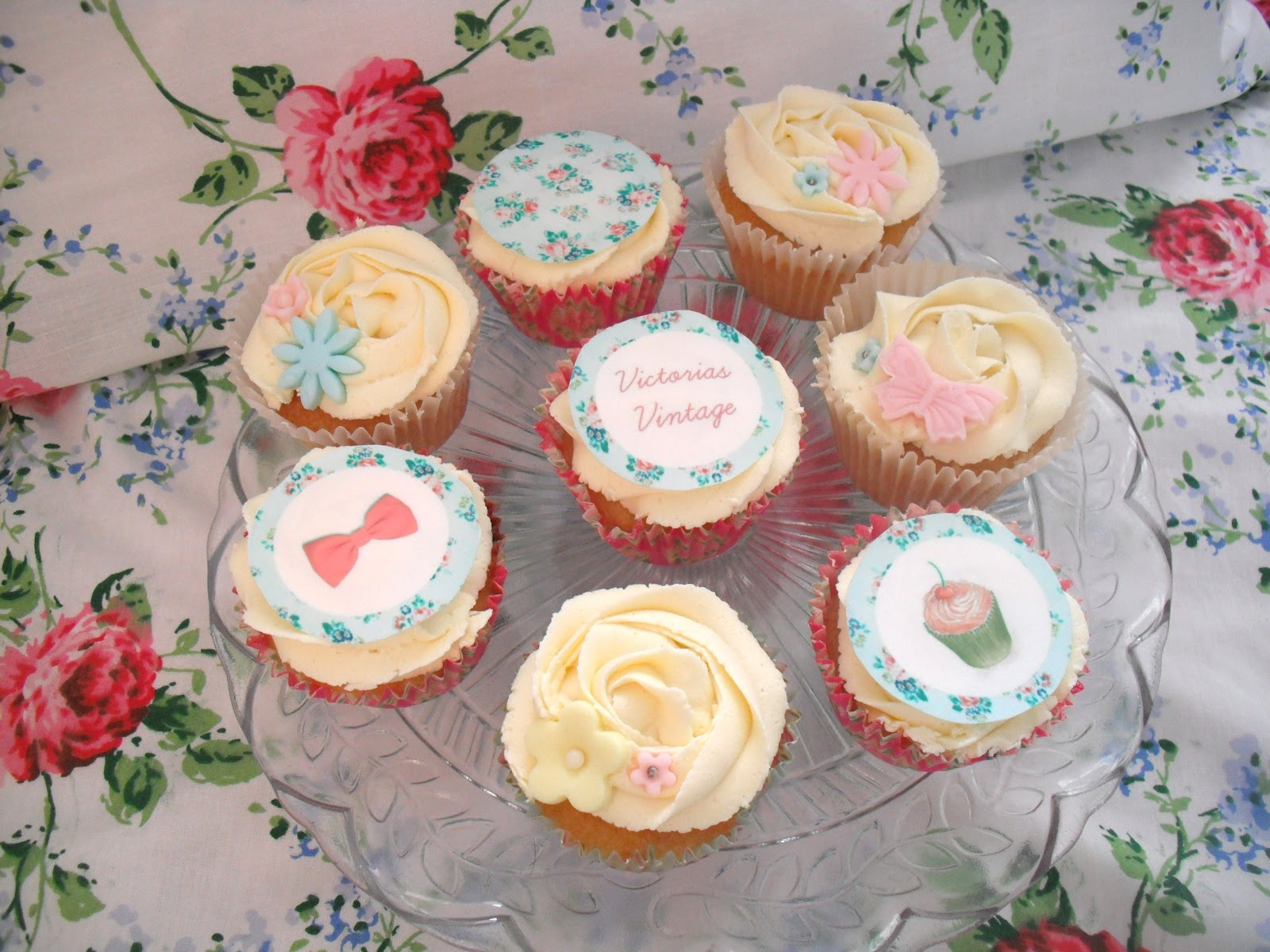 Happy 1000th Blog Post! Cupcakes To Celebrate