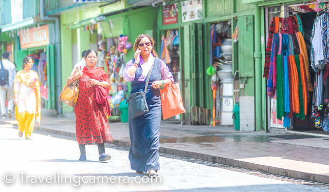 Apart from the Sikkimese people, Sikkim is also home to Tibetans and Nepalese, and hence you find a brilliant mix of fashion. While roaming the mall road in Gangtok, we saw several, mostly elderly, women wearing a colourful apron with a distintive pattern around their waists, over the Kho. During a chance visit to the Museum in the Himalayan Mountaineering Institute in Darjeeling, we discovered that this apron is worn by Tibetan married women.