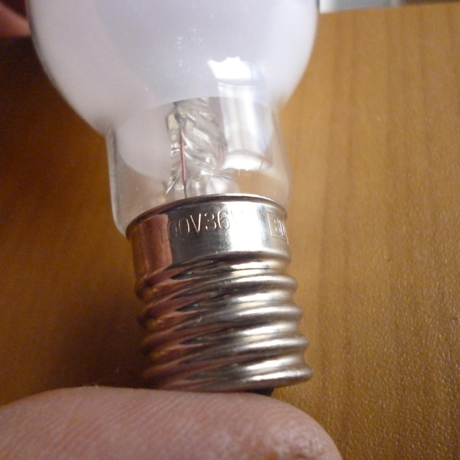 白熱灯のled電球化、玄関とトイレ