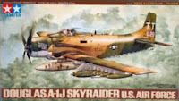 boite de la maquette de  l'A-1J Skyraider de Tamiya au 1/48.