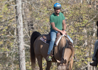 Anthony Weiner Rides Through Sex Addiction Rehab On A Horse
