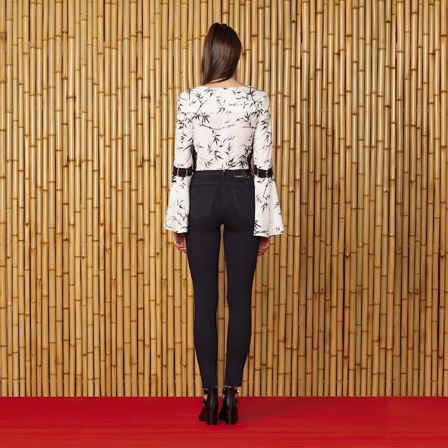 Além de estilosa com corte nos joelhos, a peça possui uma lavagem moderna e fica incrível com blusas estampadas e botas statement