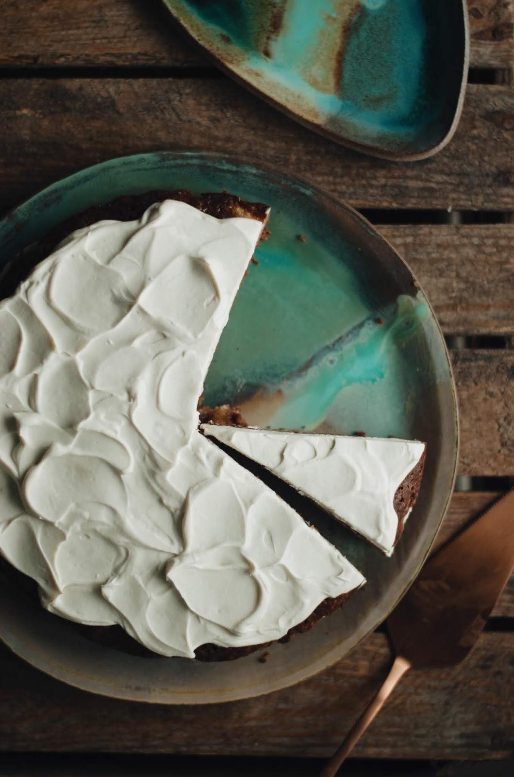 Wilgotne ciasto marchewkowe z kremem twarożkowym